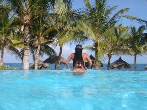 Amiga se banhando nua no hotel em Cancun